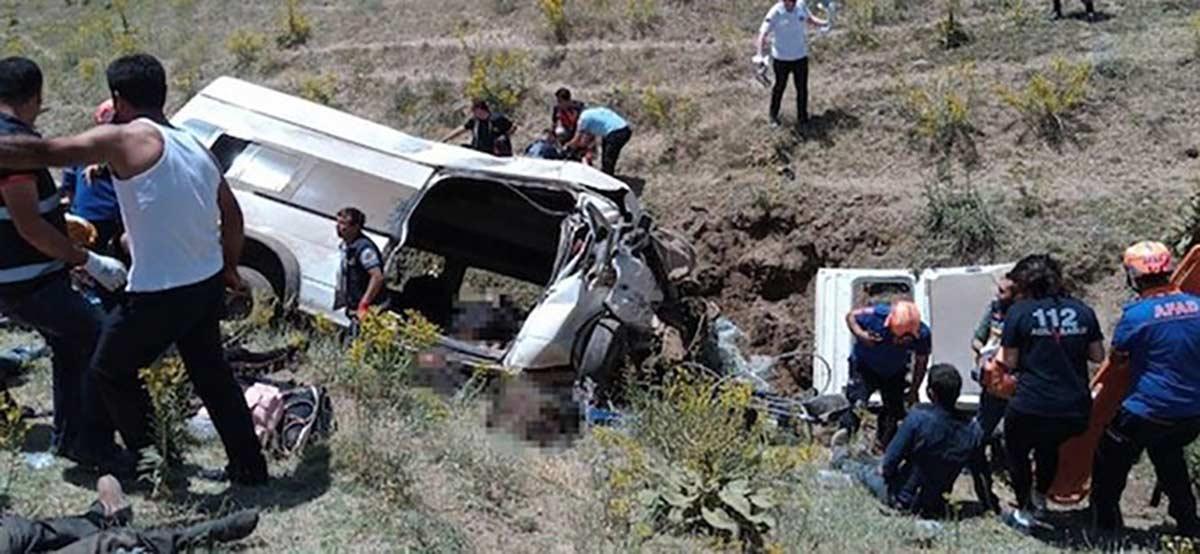 В Турции разбился автобус с мигрантами