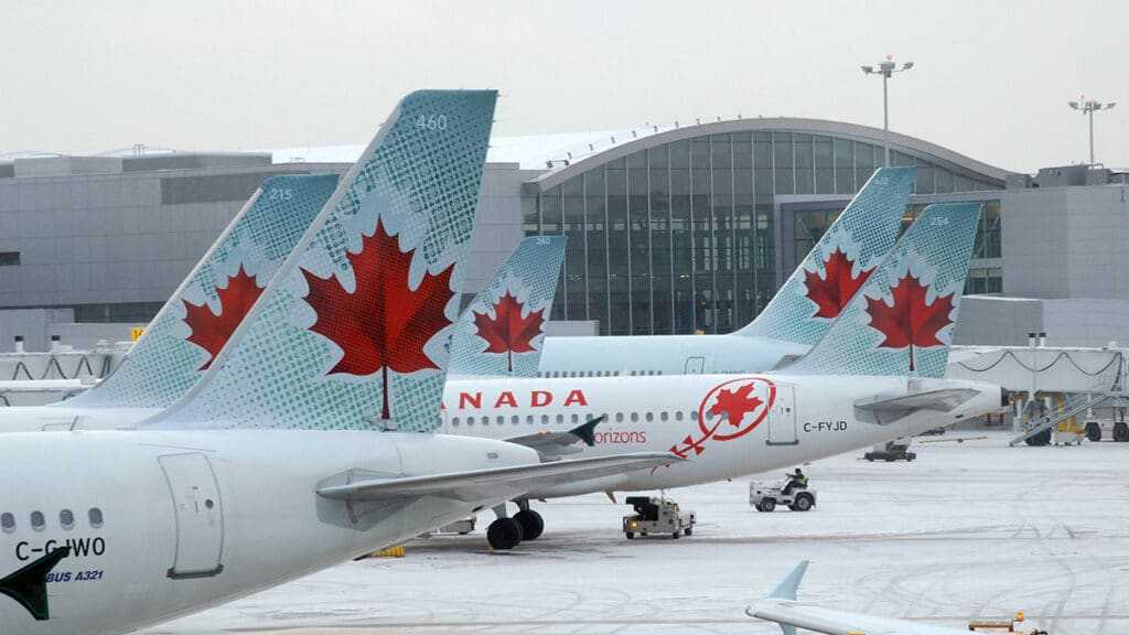 Самолеты в канадском аэропорте