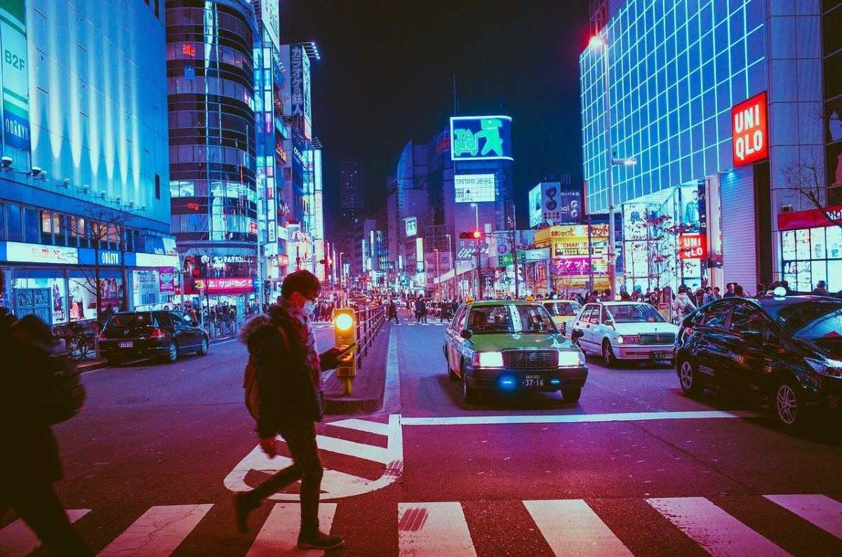 Япония выделит деньги жителям из-за коронавируса