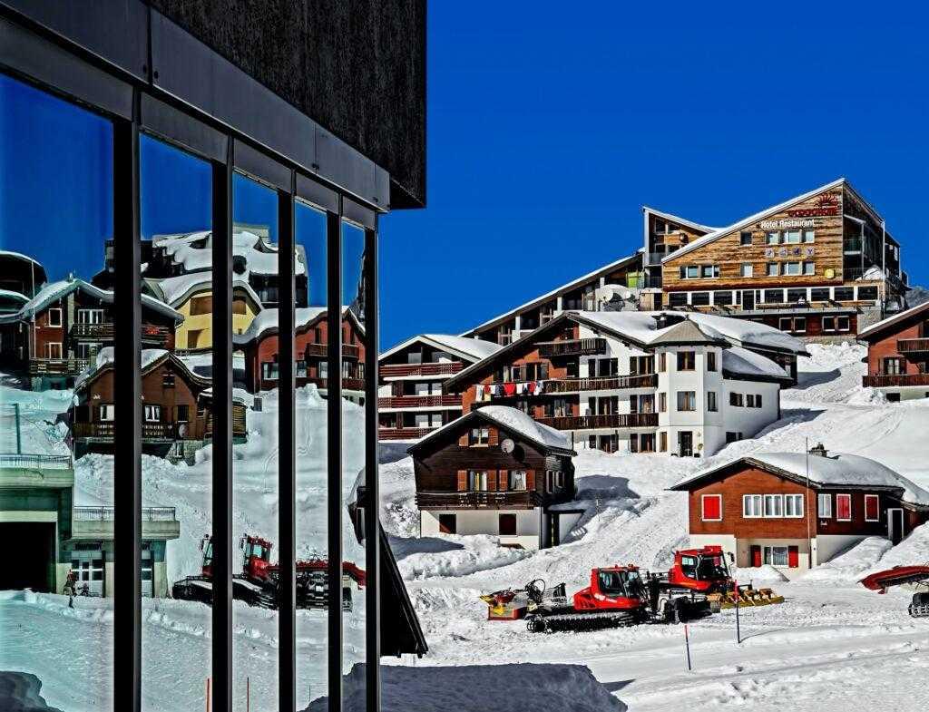 Власти Швейцарии попросили туристов не приезжать на горнолыжные курорты страны