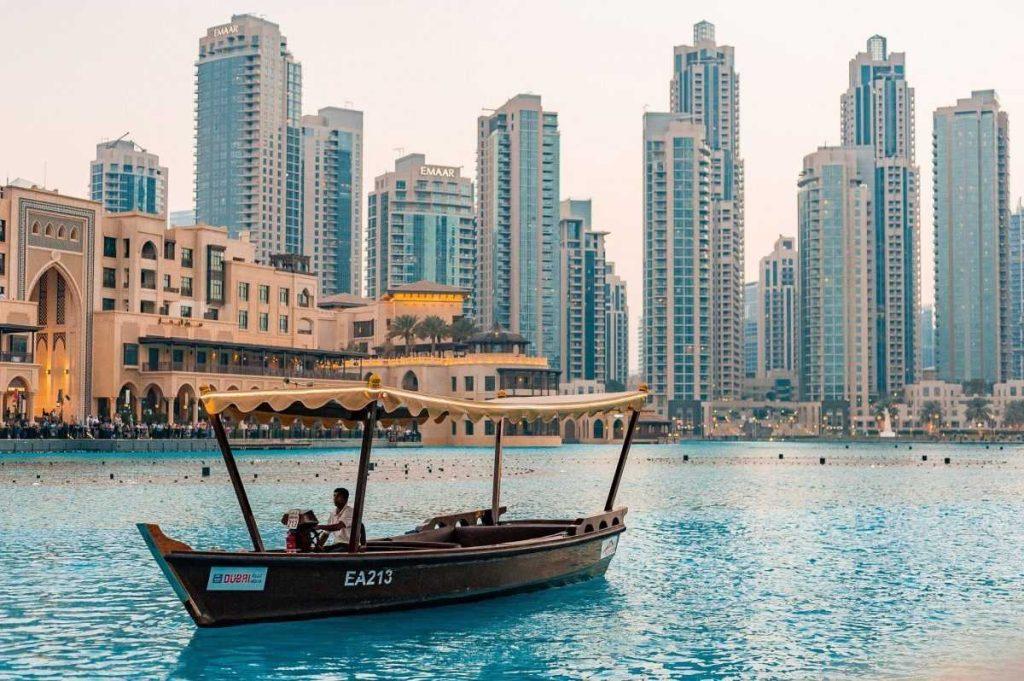 Прогулка на лодке в Дубае