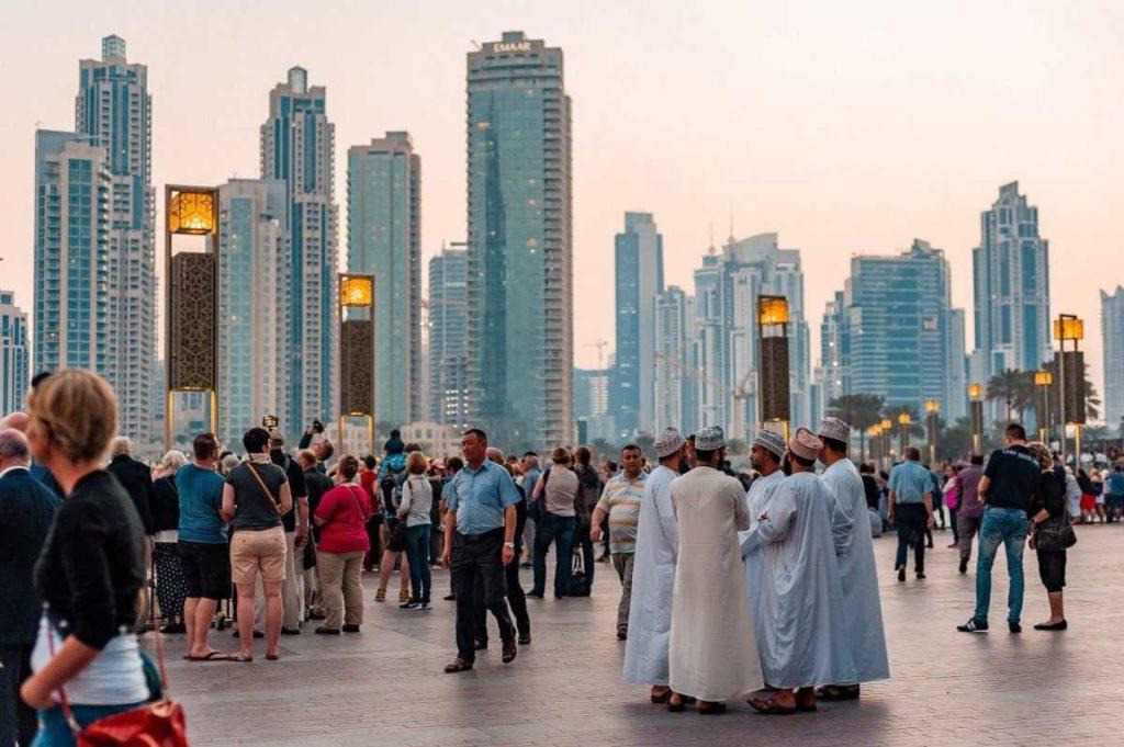 Туристы и местные в Дубае