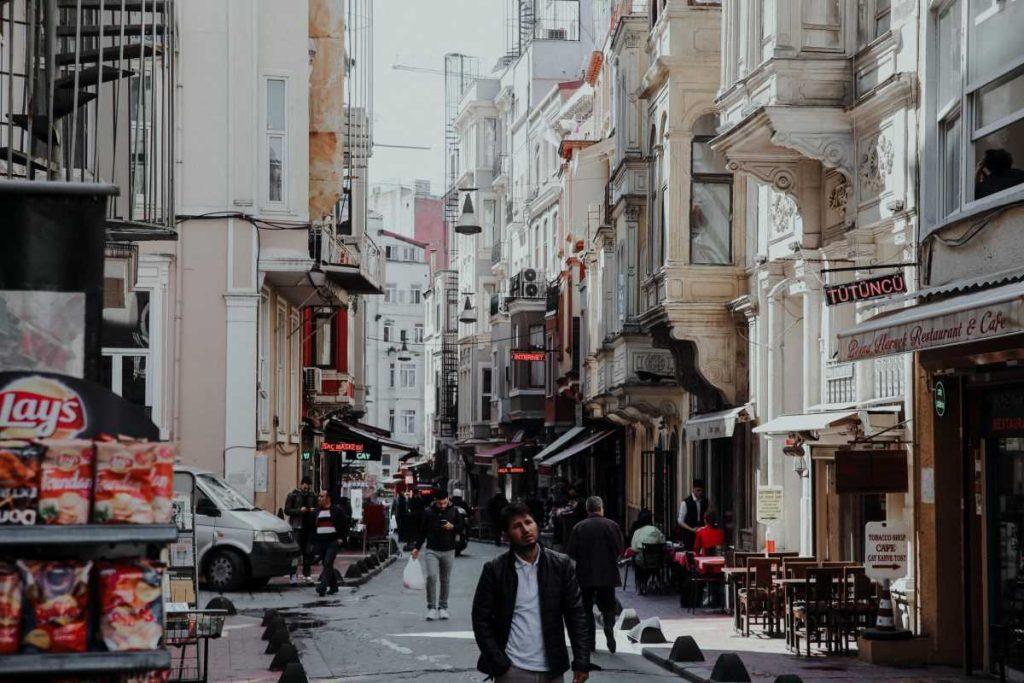С 1 марта Турция отменяет Комендантский час