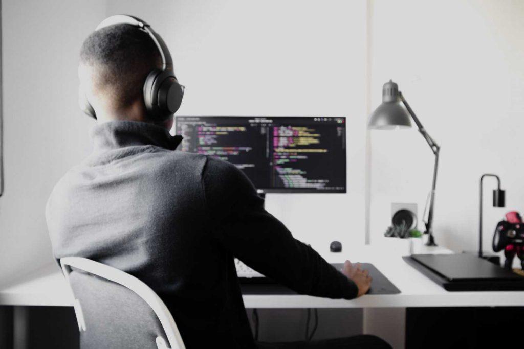 Плюсы работы программистом в Польше