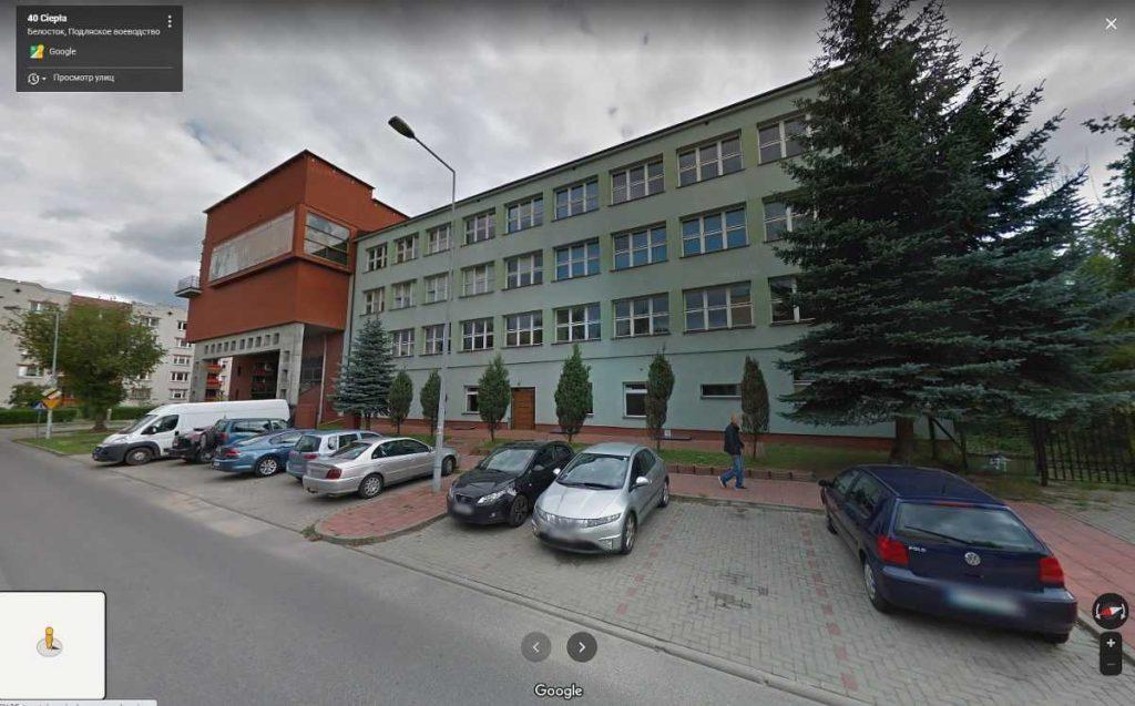 Клуб женщин иммигранток находится в здании Высшей Школы Финансов и Управления.