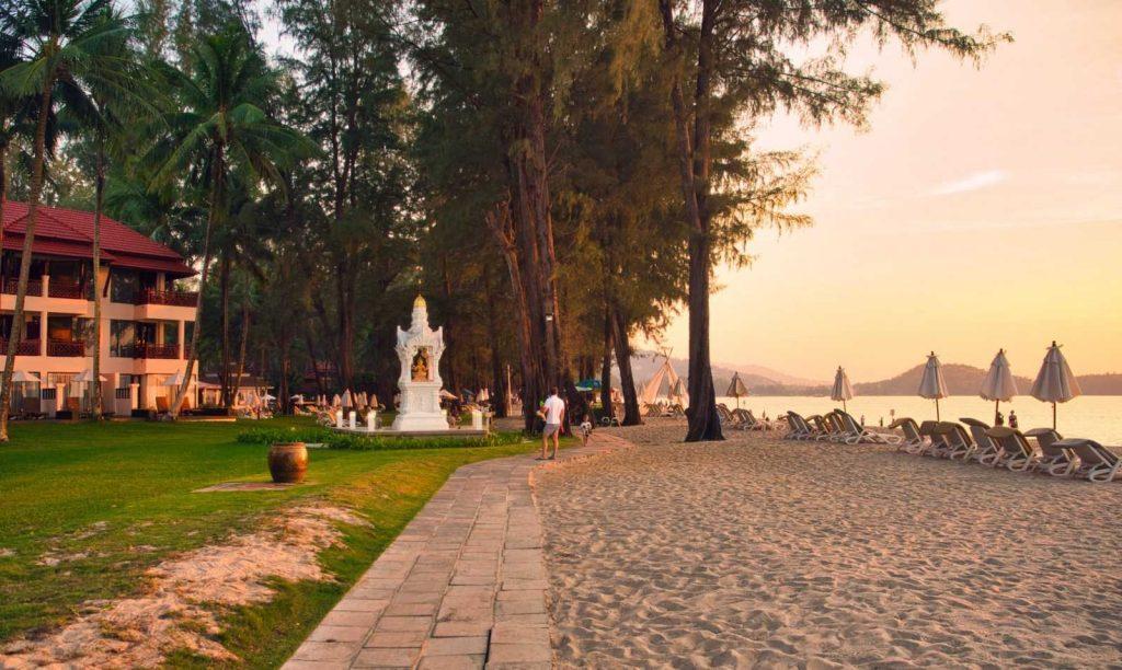 Власти Таиланда планируют открытие страны для привитых туристов в 3 этапа