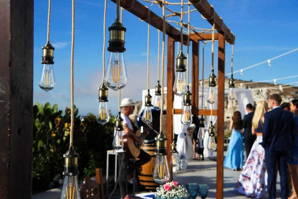 Как сыграть свадьбу на Санторини
