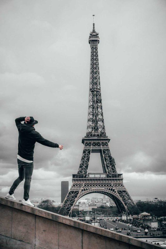 Фотосессия возле Эйфелевой башни