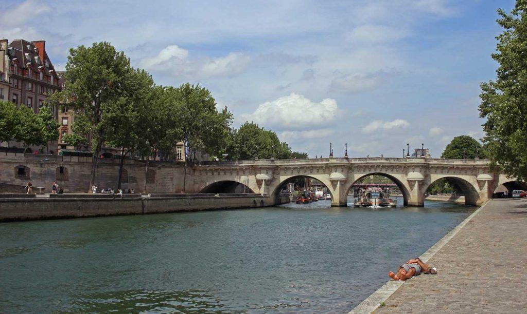 новый мост во франции