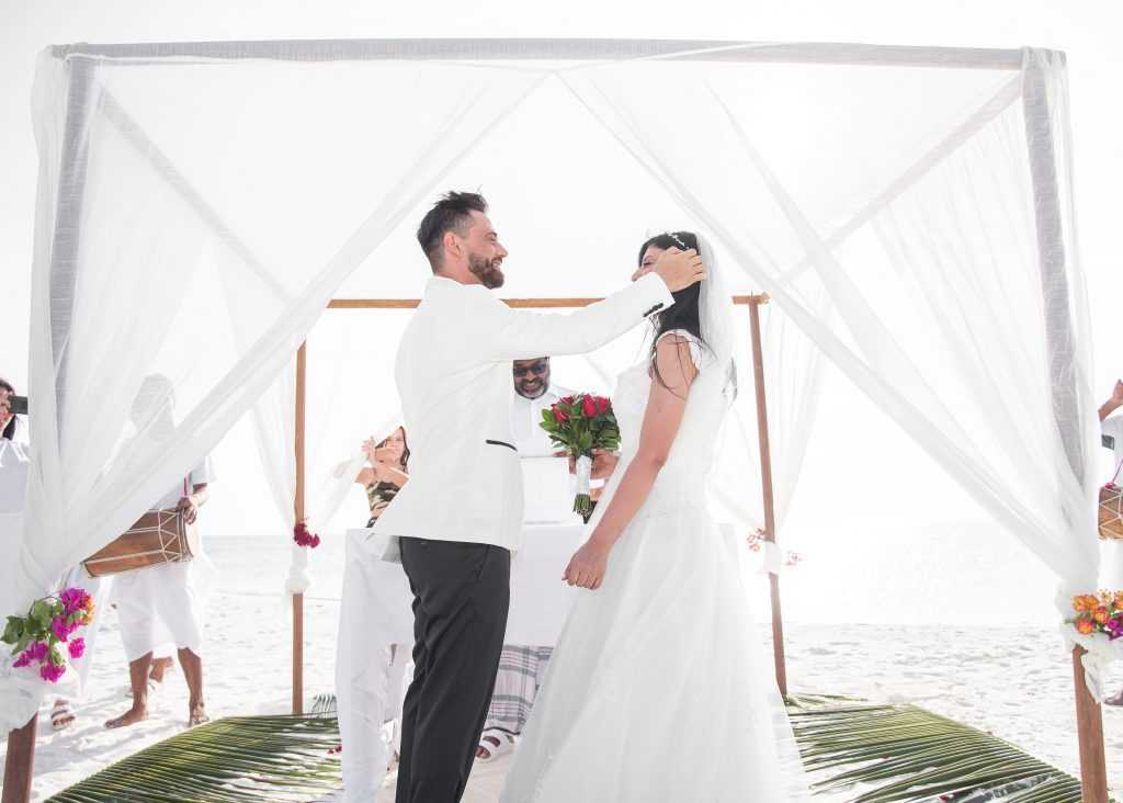 Как выглядит свадебная церемония на Мальдивах
