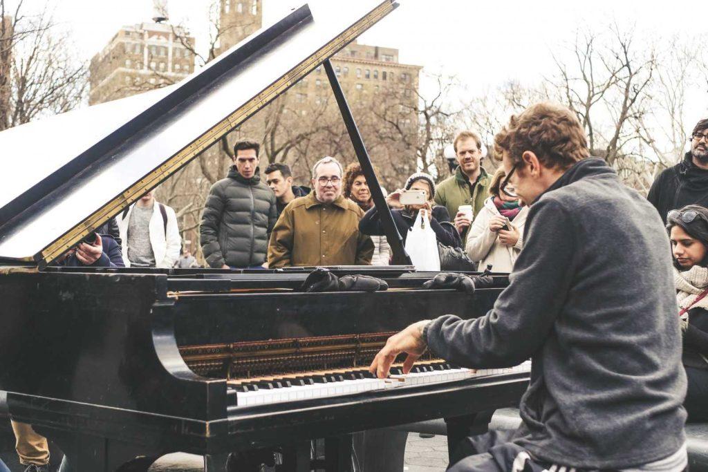 пианино на жд-станциях в Париже